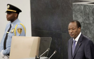 Burkina Faso dissolves government, declares state of emergency