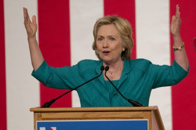 Clinton hands over private email server to Department of Justice