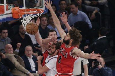 Chicago Bulls' Robin Lopez, Toronto Raptors' Serge Ibaka suspended 1 game