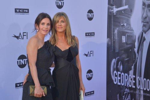 Courteney Cox celebrates birthday with former 'Friends' co-stars