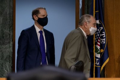 Grassley, Sanders introduce bill requiring Pentagon to pass audits