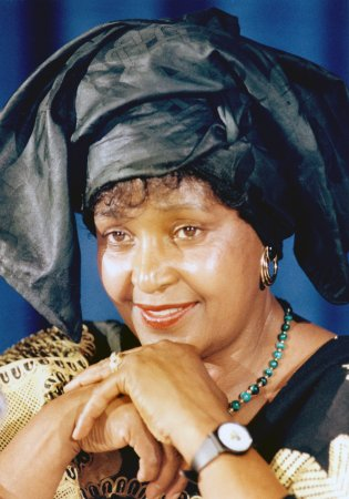 Winnie Mandela returns to S. African scene