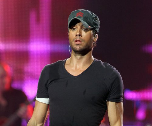Enrique Iglesias slices fingers by grabbing drone at Mexico concert