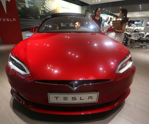 Tesla says new Model S, X versions faster and have longer battery life