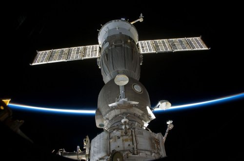 Soyuz spacecraft redocks to space station