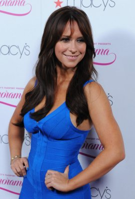 Jennifer Love Hewitt and fiance in scuffle with paparazzo