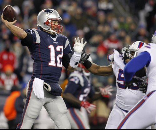 Patriots stay unbeaten, but injuries continue