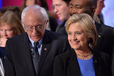 Wall Street divides Clinton, Sanders at Democratic town hall