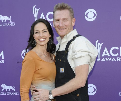Joey Feek gives one final goodbye to husband Rory, daughter Indiana
