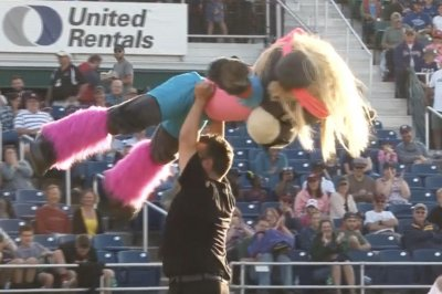 Portland Sea Dogs mascot gives 'Dirty Dancing' performance