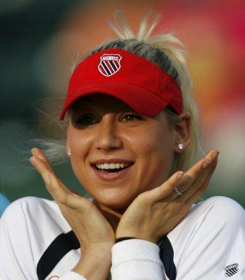 Kournikova injured in Vegas club flight