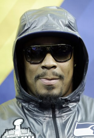 Seahawks' Lynch puts in required Super Bowl media day appearance