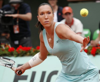 Jankovic, Sharapova take Wimbledon openers
