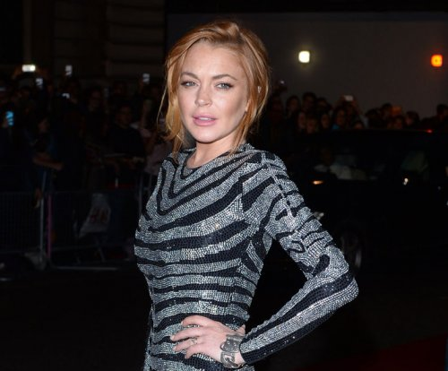 "Lindsay Lohan lost in translation, mistakenly calls fans ""donkeys"""