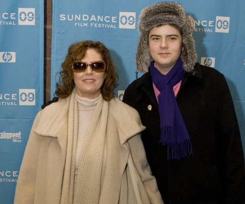 Susan Sarandon supports gender fluidity: 'Sometimes my son wears dresses'