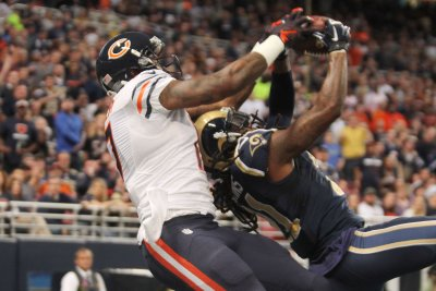 Chicago Bears place franchise tag on WR Alshon Jeffery