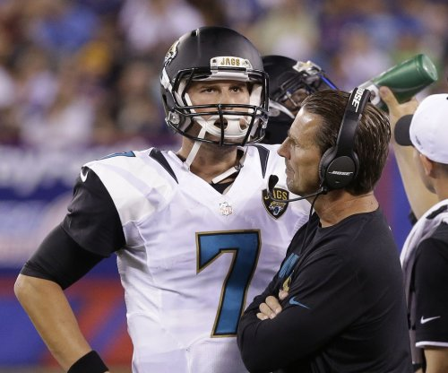 Jacksonville Jaguars QB Blake Bortles asks Aaron Rogers how he can improve