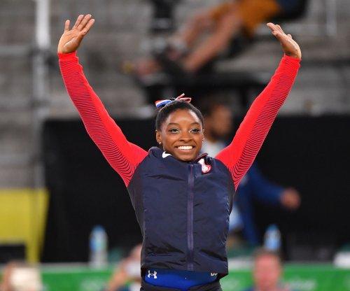 Zac Efron surprises Simone Biles, U.S. gymnastics team in Rio