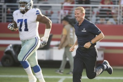 Dallas Cowboys agree to five-year extension with OT La'el Collins