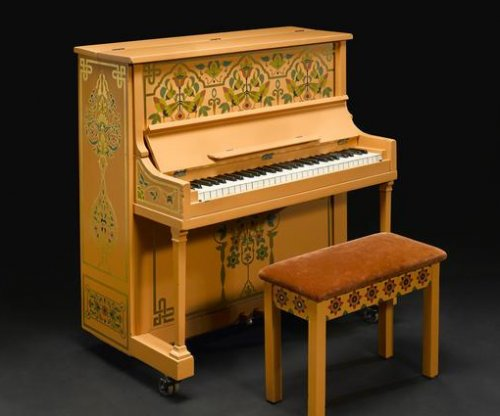 'Casablanca' piano sells for $2.9M at auction