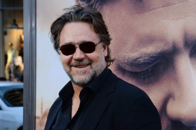 Russell Crowe, Jimmy Fallon face off for Box of Lies