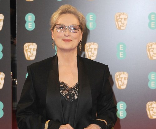 Meryl Streep denies she refused Chanel Oscar dress over getting paid