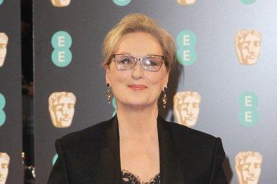 Meryl Streep denies she refused Chanel Oscar dress over getting paid
