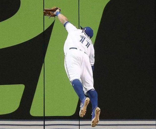 Toronto Blue Jays outfielder flashes catch of the year nominee