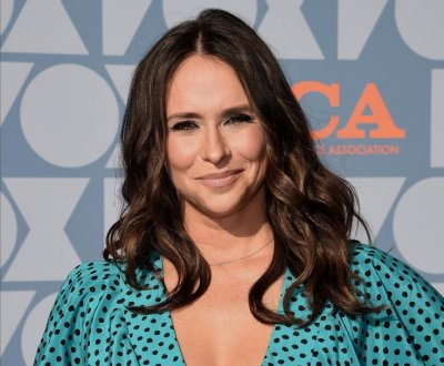 Jennifer Love Hewitt is a hero on '9-1-1' and in real life