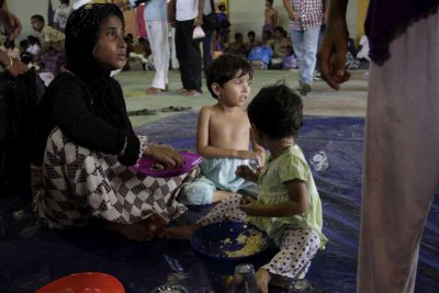 Malaysia, U.S. to search for stranded Rohingya immigrants
