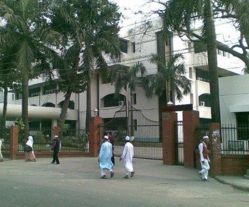 Bangladesh bans militant Islamist group suspected in blogger killings