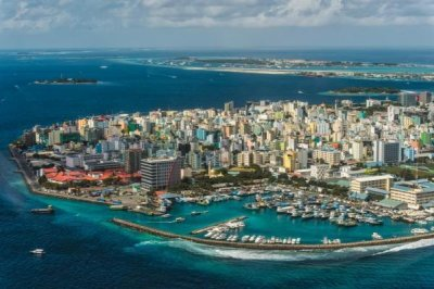 Explosion aboard Maldives president's boat; first lady injured