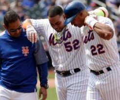 New York Mets' Yoenis Cespedes helped off field, exits vs. Atlanta Braves with hamstring injury