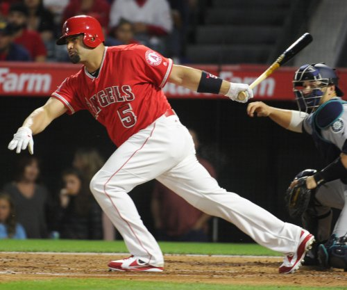 Albert Pujols' bat, legs lift Los Angeles Angels in 11th inning