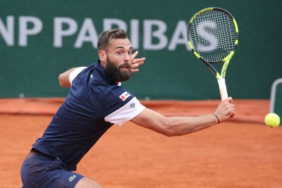 French Open: Benoit Paire gets ball stuck in racket throat during return