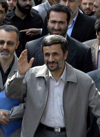 Ahmadinejad meets with Syria's Assad