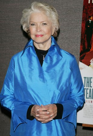 Burstyn to headline West End play