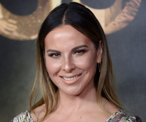Kate del Castillo, Carlos Ponce to host the 2017 Billboard Latin Music Awards