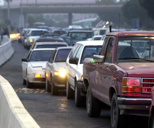 Mixed bag for U.S. gasoline prices, AAA says
