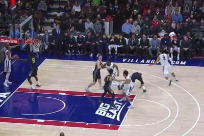 No. 1 Villanova rebounds to rout Marquette