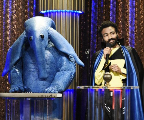 Donald Glover sings as Childish Gambino, appears as Lando on 'SNL'