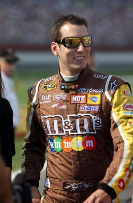 Kyle Busch speeds to another victory
