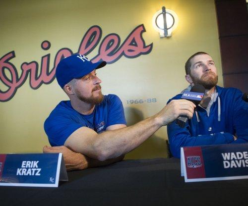 San Diego Padres trade Erik Kratz to Houston Astros for Dan Straily