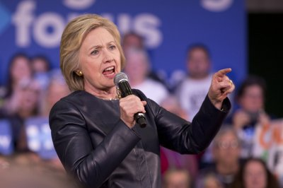 Ex-Clinton aides to give depositions in email server lawsuit