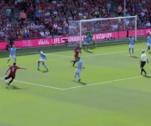 Premier League: Bournemouth's Charlie Daniels nets screamer from 25 yards vs. Manchester City