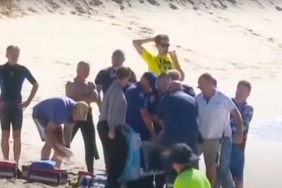 Australian surfer dies in shark attack after attempting to warn others