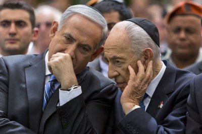 Israel's Shimon Peres says he could meet Rouhani