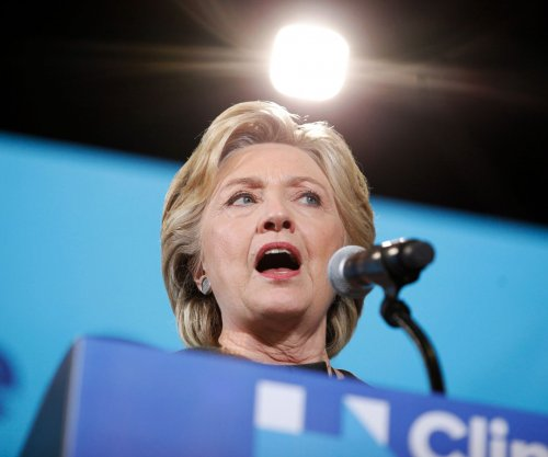 Clinton rallies Iowa supporters as early voting opens