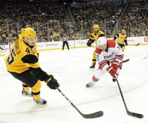 Conor Sheary, Pittsburgh Penguins fend off Carolina Hurricanes