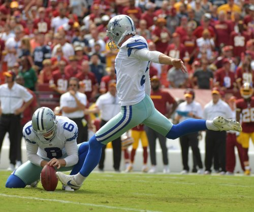 Dallas Cowboys kicker Dan Bailey leaves game with groin injury, ruled out